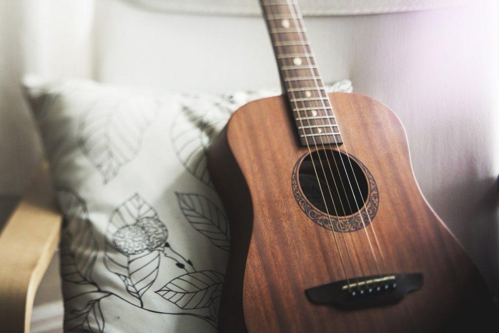 guitar-1836655_1920